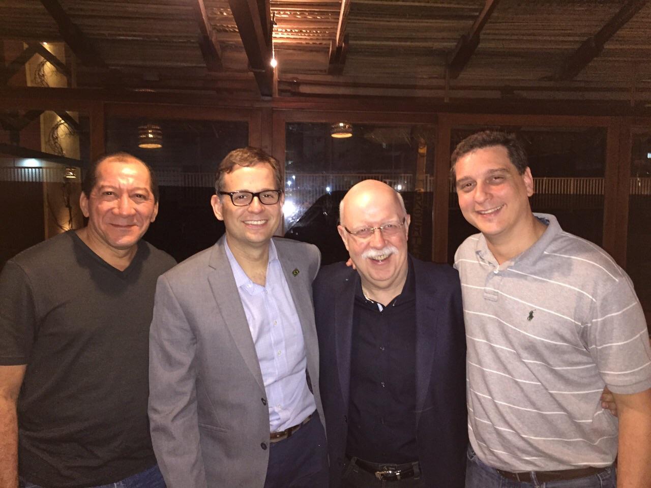 Prof Orlando Torres (MA), Flavio Malcher (EUA), Claudio Crispi (RJ) - Multirão de cirurgias laparoscópicas pela Sobracil em São Luis (MA) 2015